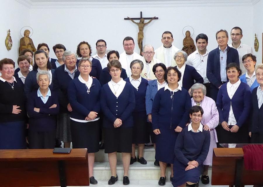 Familia Eclesial Hogar de Nazaret: Quiénes somos