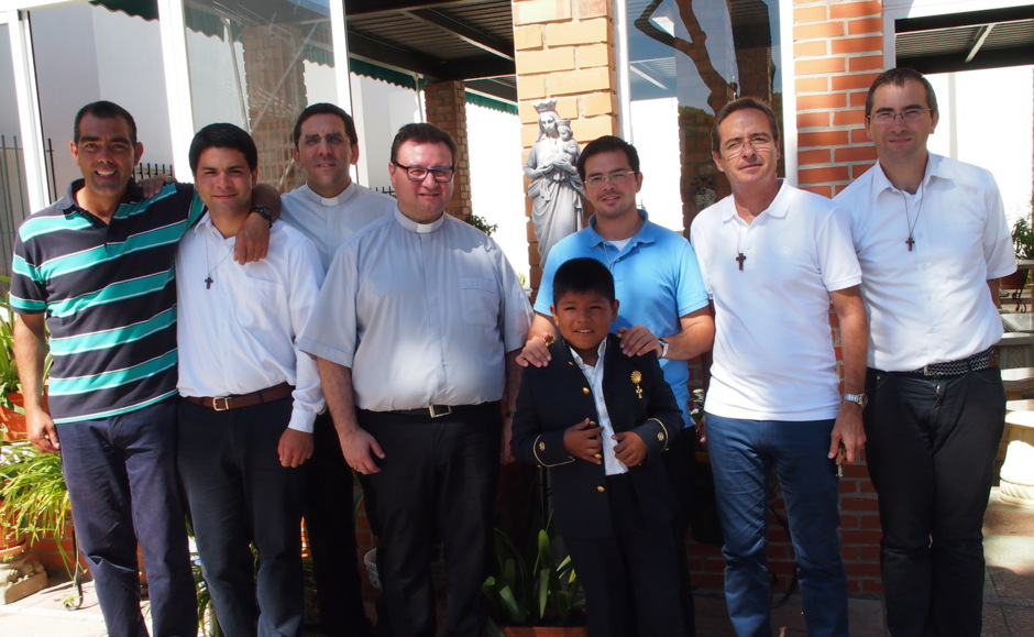 FAMILIA ECLESIAL HOGAR DE NAZARET